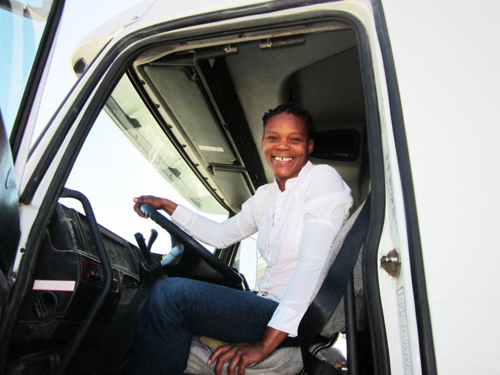Natonya Elam completed her CDL training at DDA Baton Rouge Nov 9