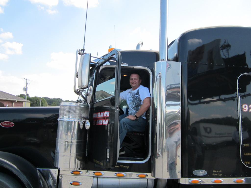 currnent Little Rock student checks out TMC truck