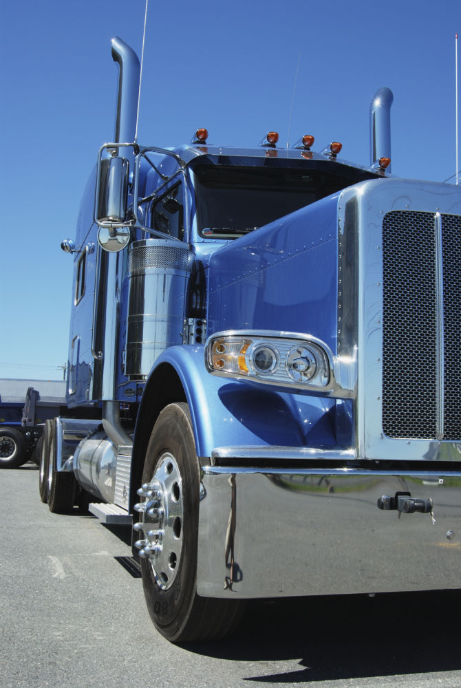 Top 5 Reasons You Should Become a Truck Driver